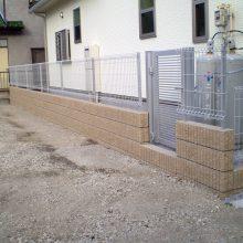 機能門柱と駐車場工事 NO.635の施工写真0