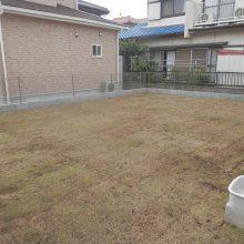 雑草対策に芝生と砕石 NO.637の施工写真