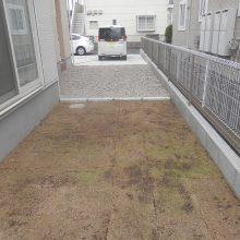 雑草対策に芝生と砕石 NO.637の施工写真2