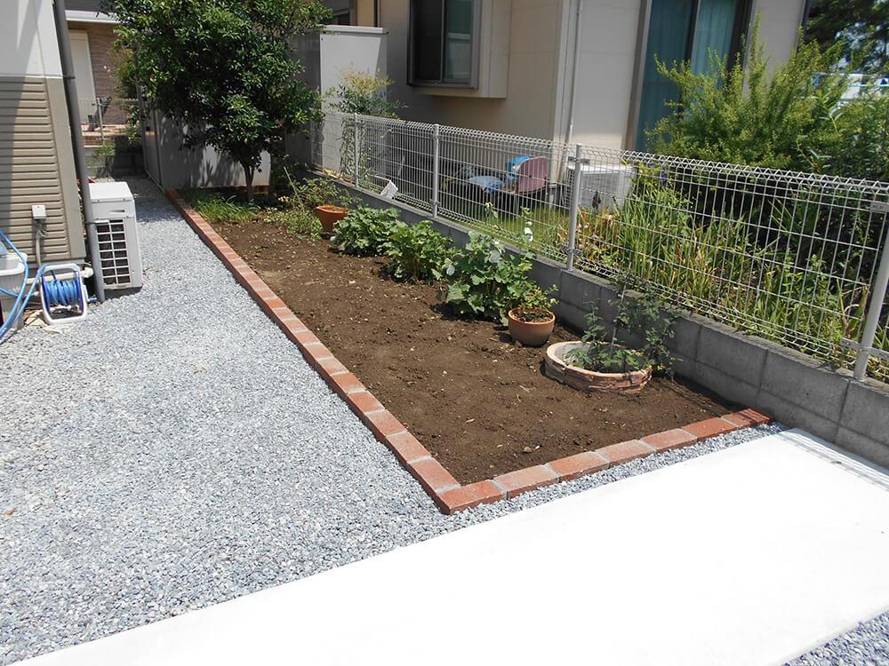 花壇と雑草対策 NO.675の施工写真2