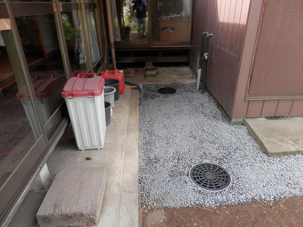 庭の水溜まりを雨水枡で解決 NO.678の施工写真1