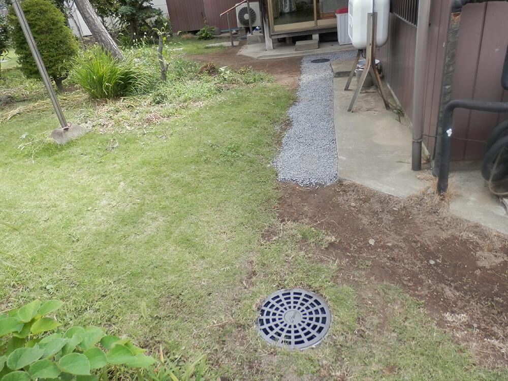 庭の水溜まりを雨水枡で解決 NO.678の施工写真2