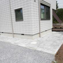 スタンプコンクリートの犬走り NO.690の施工写真1