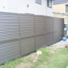 目隠し多段フェンスを設置 NO.710の施工写真