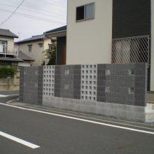 門塀はブロックの種類を変えて…NO.729の施工写真2