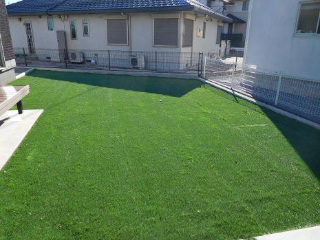 人工芝とウッドデッキの相性 NO.786の施工後写真2