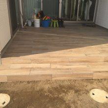 杉板風RC擁壁と木調フエンス NO.837の施工写真3