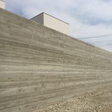 杉板風RC擁壁と木調フエンス NO.837の施工写真2