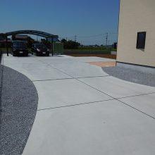 大きな駐車場の先に NO.896の施工写真0