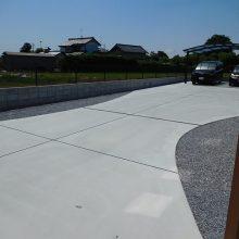 大きな駐車場の先に NO.896の施工写真1