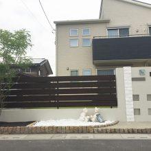白い門塀と目隠しフェンス NO.894の施工写真1