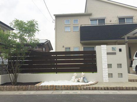 白い門塀と目隠しフェンス NO.894の施工後写真1