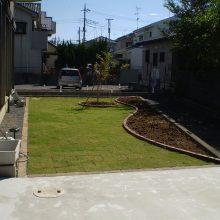 芝生と花壇レンガ NO.990の施工写真1