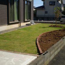 芝生と花壇レンガ NO.990の施工写真メイン