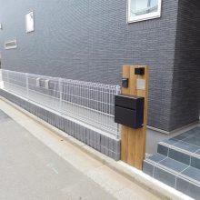 木調タイプの機能門柱 NO.1003の施工写真1