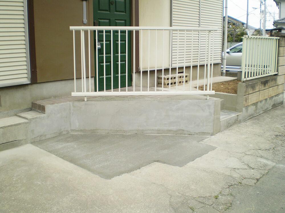 門柱を壊して駐車場拡大へ NO.1076