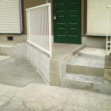 門柱を壊して駐車場拡大へ NO.1076の施工写真1