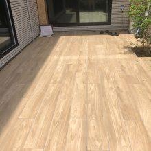 木目調のタイルデッキ NO.1102の施工写真1