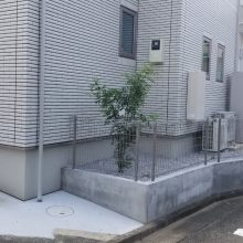 人工芝と植栽 NO.1199の施工写真1