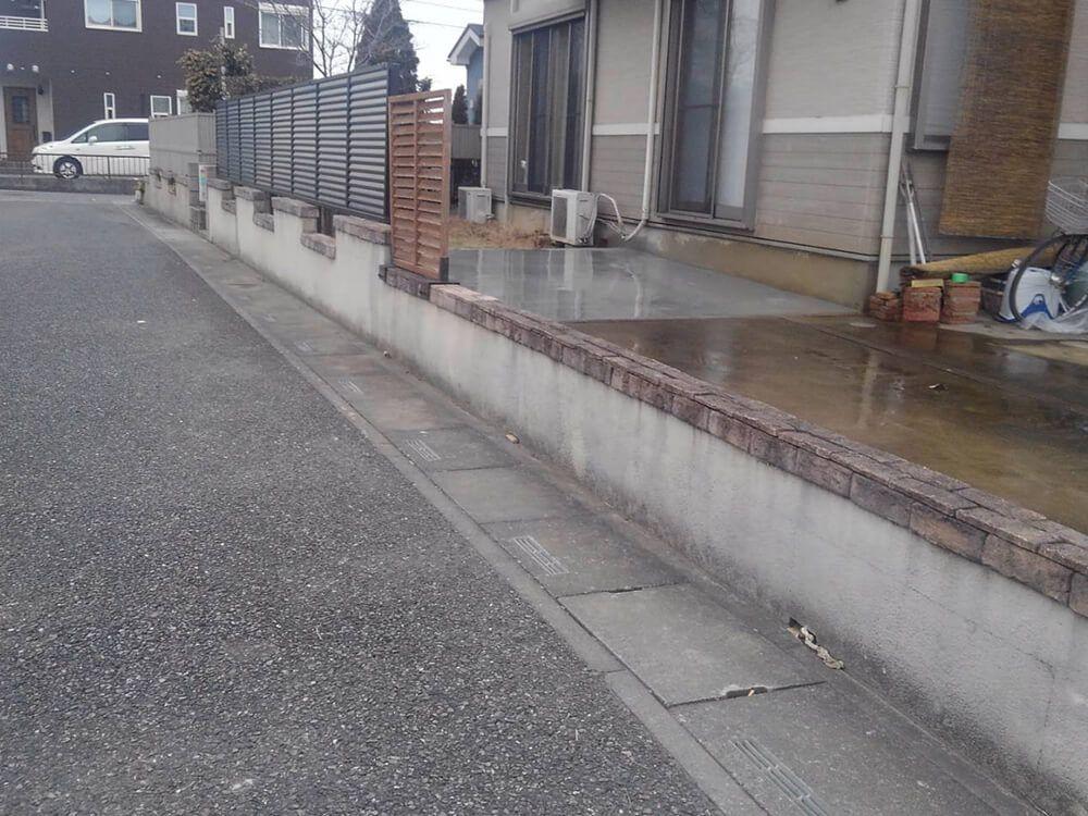 目隠しフェンスと駐車場工事 NO.1239の施工写真1
