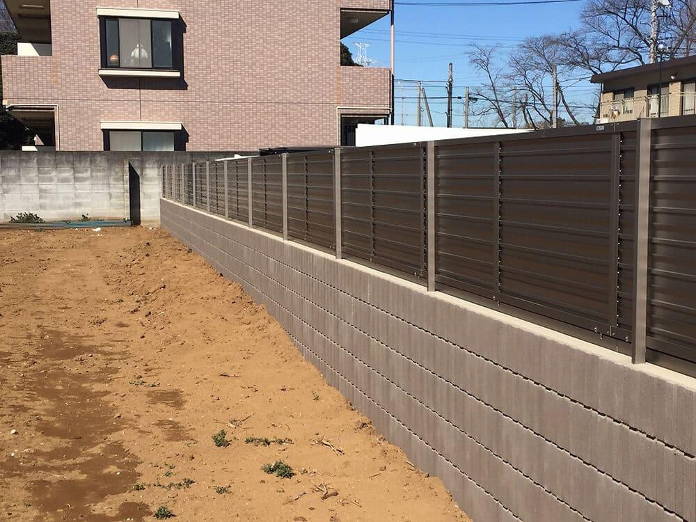 駐車場ブロック・目隠しフェンス工事 NO.1392の施工写真1