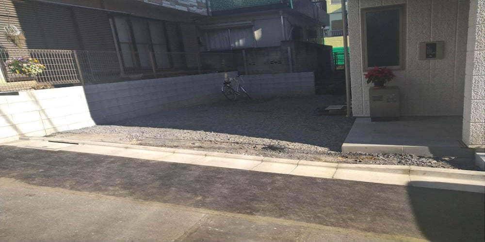 """赤羽 外構工事を行いました。""""歩きやすい駐車場でお花を飾れるお庭"""" 着工前"""
